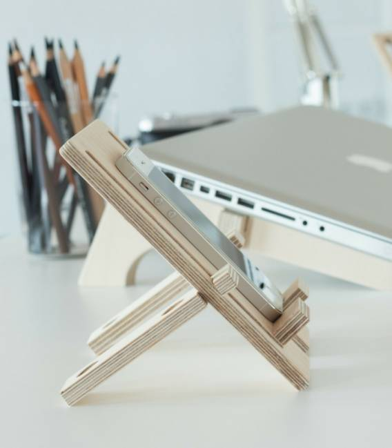 DEPHONE Cell Phone stand in Birch wood