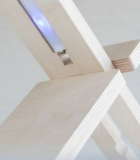 Lampe de table ou de bureau en bois et Led DELAMP