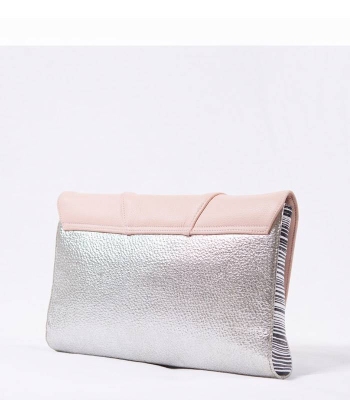 grande pochette rose pastel argent otilia flonta sacs de cr ateurs. Black Bedroom Furniture Sets. Home Design Ideas